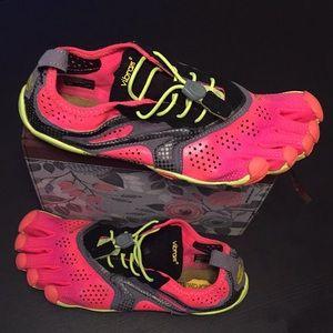Vibram five finger V-run dining shoes.